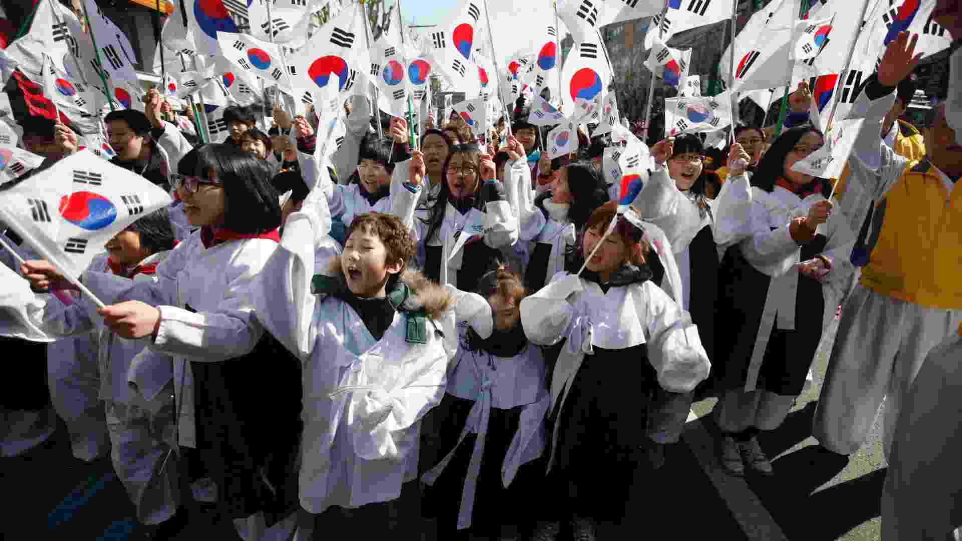1º COREIA DO SUL - Apesar de não ter tido um crescimento econômico tão bom quanto a China, a Coreia do Sul teve os maiores ganhos no valor do IDH no período de 1990 a 2012. Criou muitos empregos, investiu em desenvolvimento de tecnologias e possui altos índices educacionais da população. Seu índice de IDH subiu de 0.749 em 1990 para 0.909 em 2012, colocando a Coreia do Sul em primeiro lugar - Kim Hong-Ji/Reuters