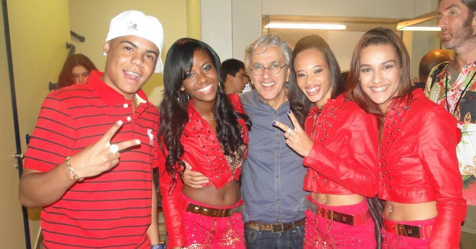 13.mar.2013 -   Caetano Veloso encontra o grupo de funk Mc Gutty e as Maravilhas