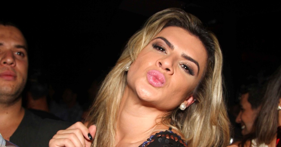 13.mar.2013 - Mirella Santos faz biquinho durante show da dupla Jorge e Matheus