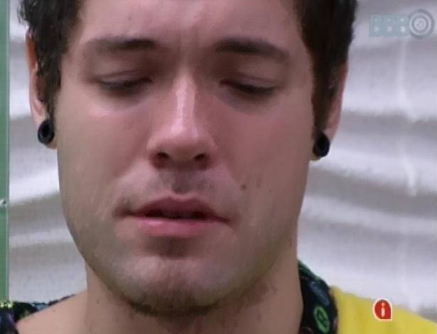 13.mar.2013 - Nasser chora ao discutir com Andressa durante a festa Malandra