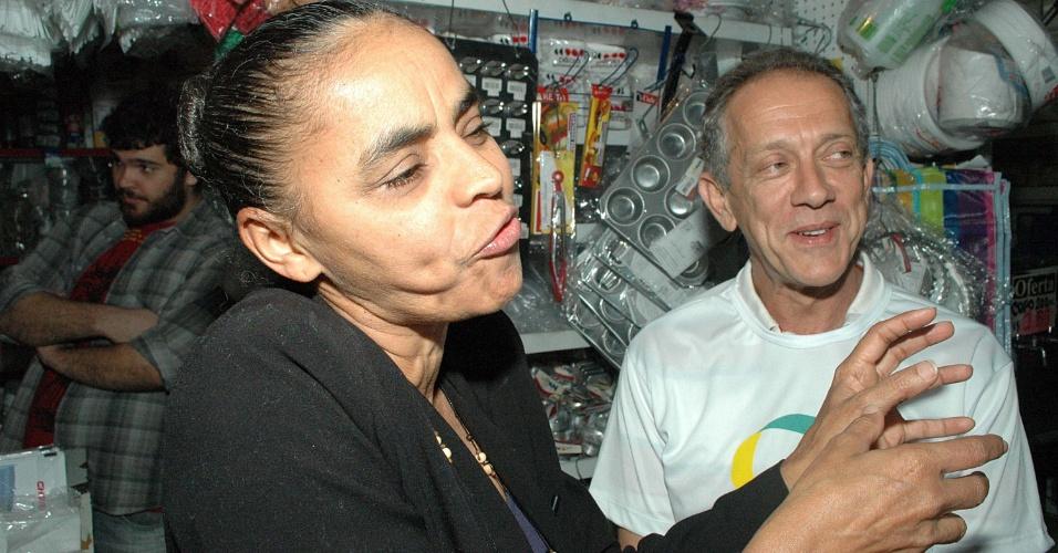14.mar.2013 - A ex-senadora Marina Silva participa de evento da Rede Sustentabilidade, no Mercado Municipal da Lapa, na região central de São Paulo, na manhã desta quinta-feira (14)