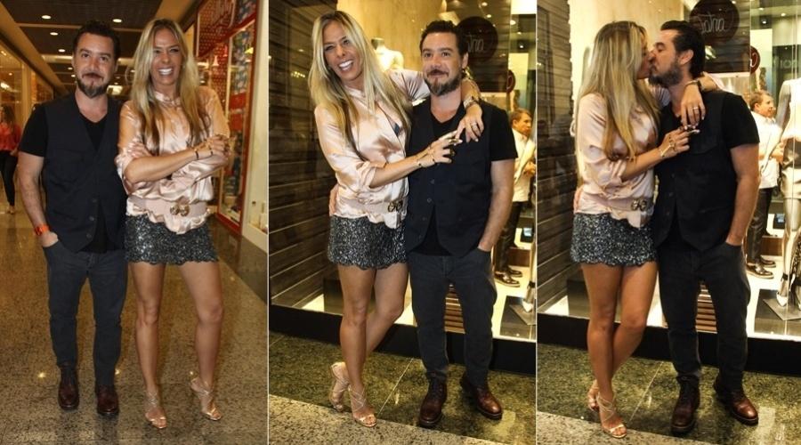 14.mar.2013 - Adriane Galisteu trocou beijos com o marido, Alexandre Iódice, durante inauguração da loja Iódice em um shopping na zona oeste do Rio