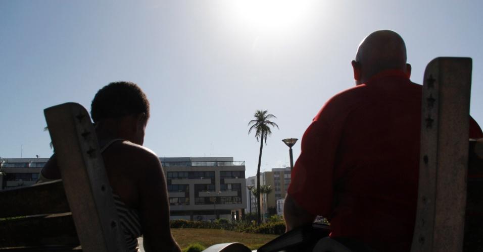 14.mari.2013 - O casal Joselito Monteiro da Silva e Dinalva Maria de Jesus contaram nesta quinta-feira (14) que foram expulsos por traficantes da casa onde moram, no bairro de Santa Cruz, em Salvador