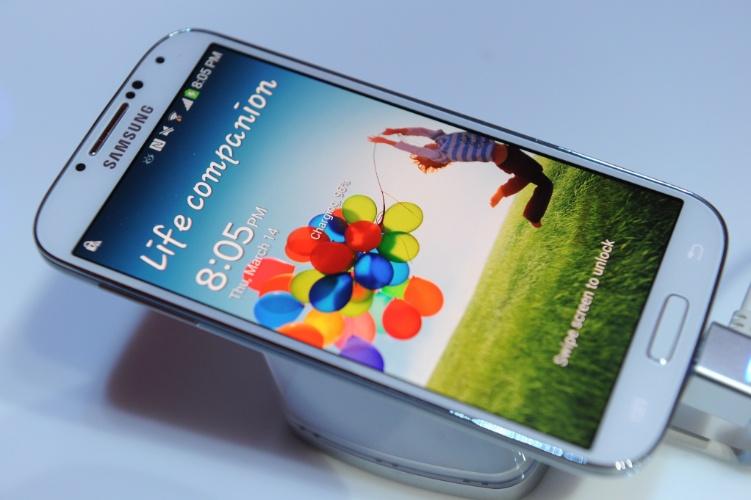 Apesar das grandes expectativas em relação ao hardware, o Galaxy S4 o dá muita ênfase nos recursos de software, que vão além daqueles oferecidos pelo sistema operacional Android