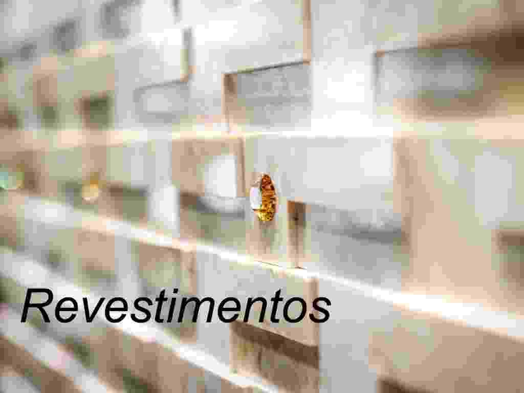 """O UOL Casa e Decoração foi às feiras de construção Expo Revestir e Feicon Batimat realizadas em São Paulo no início de 2013. Selecionamos os produtos mais bacanas em três categorias: """"Revestimentos""""; """"Cozinhas e banheiros"""" e """"Iluminação e outros acessórios"""". Navege neste álbum e descubra opções interessantes que merecem um cantinho na sua casa - Montagem/ UOL"""