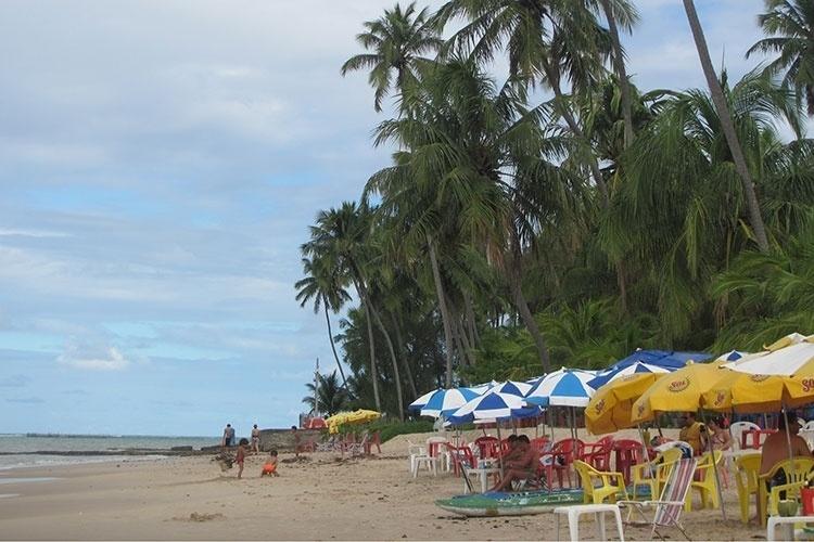 Turistas na praia Sonho Verde, em Paripueira