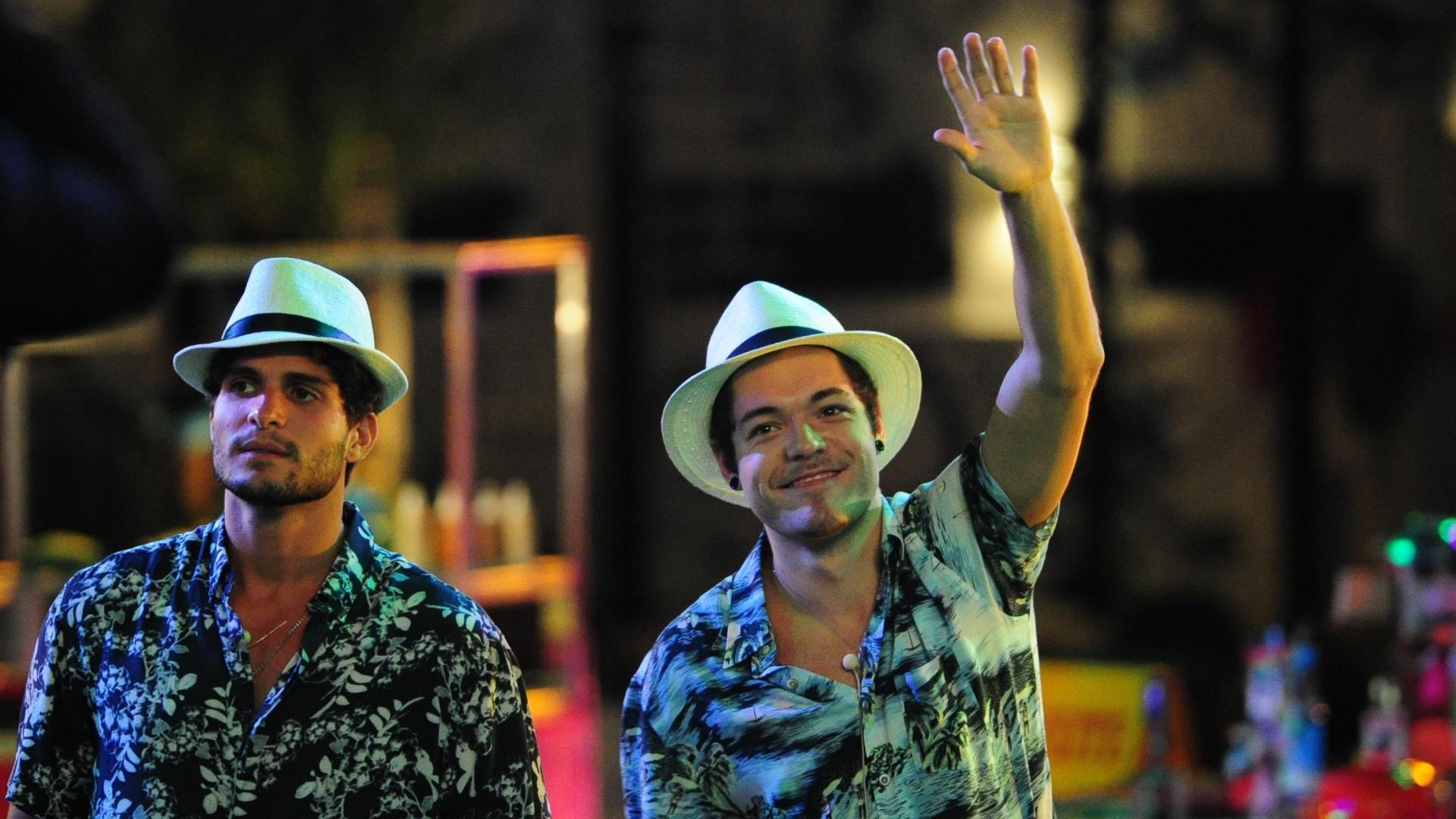 13.mar.2013 - André e Nasser dançam ao som de Sorriso Maroto