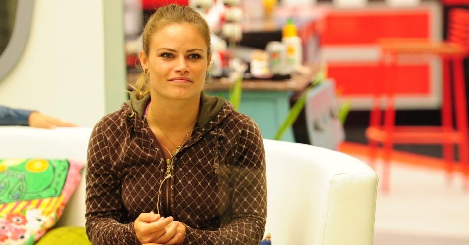 14.mar.2013 - Natália aguarda a prova do líder desta quinta-feira