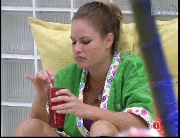 15.mar.2013 - Depois de malhar, Natália conversa com Fani e Fernanda sobre negócios e namoros