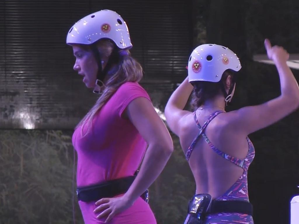 15.mar.2013 - Fani e Andressa cantam músicas para passar o tempo durante a prova do líder