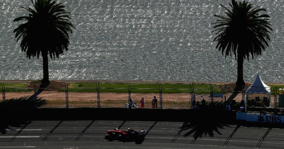 15.mar.2013 - Felipe Massa acelera sua Ferrari pelo circuito de Albert Park