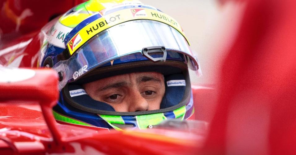 15.mar.2013 - Felipe Massa se prepara para ir à pista de Albert Park nos treinos livres desta sexta-feira