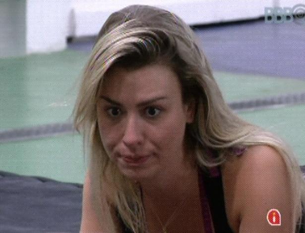 """15.mar.2013 - Fernanda diz que sairá uma pessoa melhor do """"BBB13"""", já que aprendeu a cozinhar"""