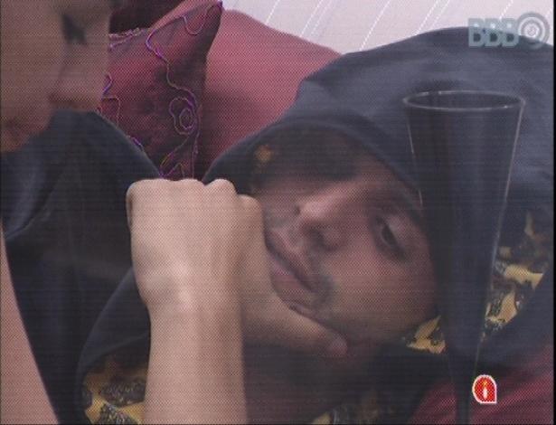 15.mar.2013 - Fernanda tenta saber o que mais deixou André chateado na última festa, além de suas