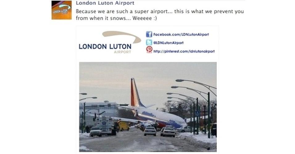 """15.mar.2013 - O aeroporto Luton, em Londres (Reino Unido), pediu desculpas após um post de mau gosto publicado no Facebook. A mensagem dizia: """"Nós somos um superaeroporto... por esta razão impedimos vocês de voarem quando neva"""". Na sequência, há uma imagem de um avião que derrapou por causa da neve e invadiu uma área residencial nos Estados Unidos. O acidente, que ocorreu em 2005, matou um garoto de seis anos. Após a repercussão do caso, o perfil do aeroporto informou que a mensagem foi um erro"""