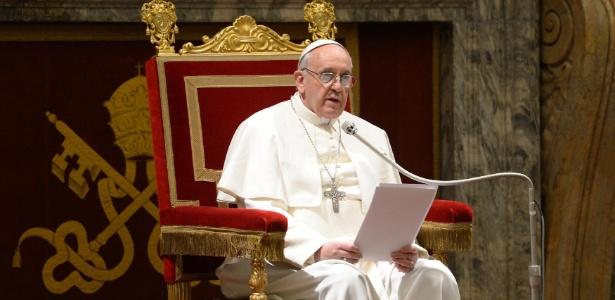 Papa Francisco se encontra com os 114 cardeais na tradicional Sala Clementina do Vaticano