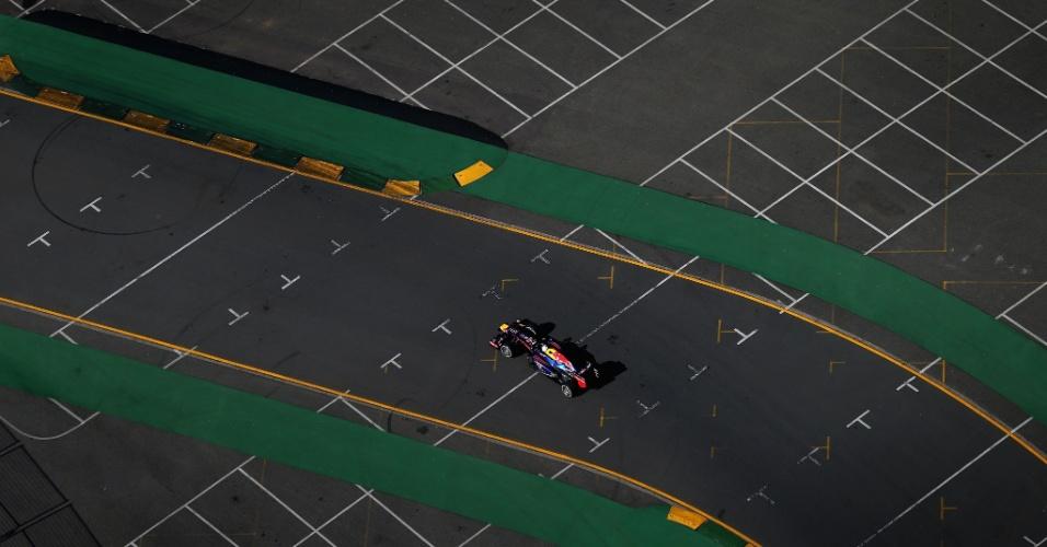 15.mar.2013 - Sebastian Vettel conduz sua Red Bull pelo circuito de Albert Park
