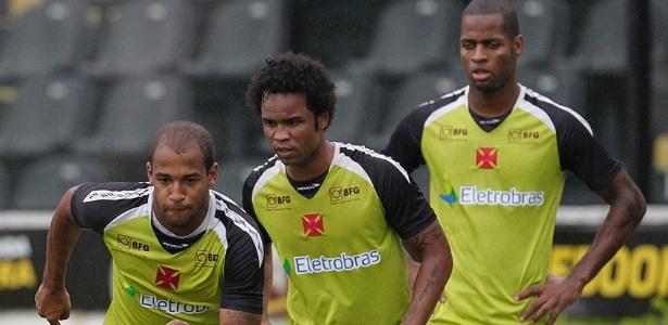 Fellipe Bastos, Carlos Alberto e Dedé participam de treino do Vasco em São Januário