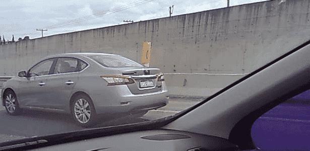 Nissan Sentra 2013 circula com poucos disfarces na rodovia Anhanguera, perto de Campinas (SP) - Jefferson Moraes/UOL