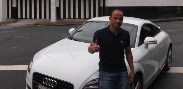 O lateral Léo, do Santos, foi presenteado com um Audi TT pela montadora