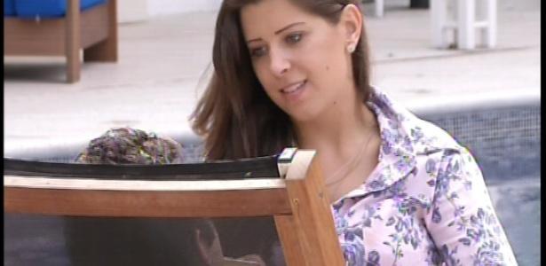 16.mar.2013 - Andressa tenta deixar Nasser otimista. O brother está no paredão
