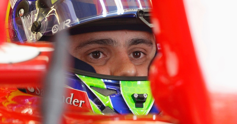 16.mar.2013 - Felipe Massa aguarda para entrar na pista de treino para o terceiro treino livre na Austrália