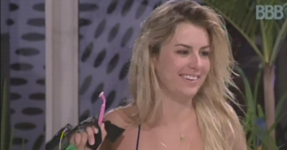 16.mar.2013 - Fernanda entra na conversa de André e Natália e lembra que brothers foram acordados com a música
