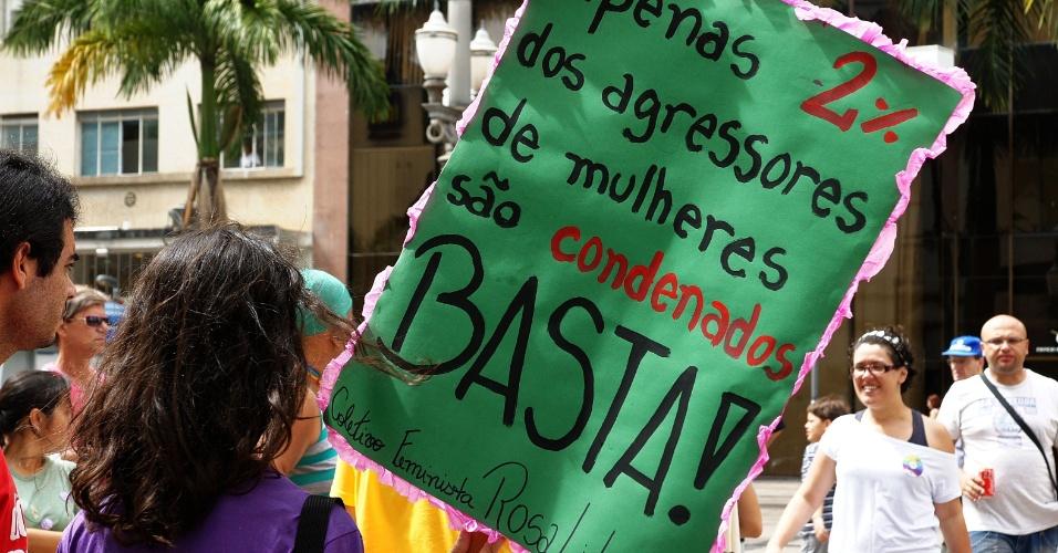 16.mar.2013 - Manifestantes realizam protesto contra o presidente da Comissão dos Direitos Humanos da Câmara dos Deputados, o pastor Marco Feliciano (PSC), no largo da Catebral, em Campinas (SP), neste sábado (16)