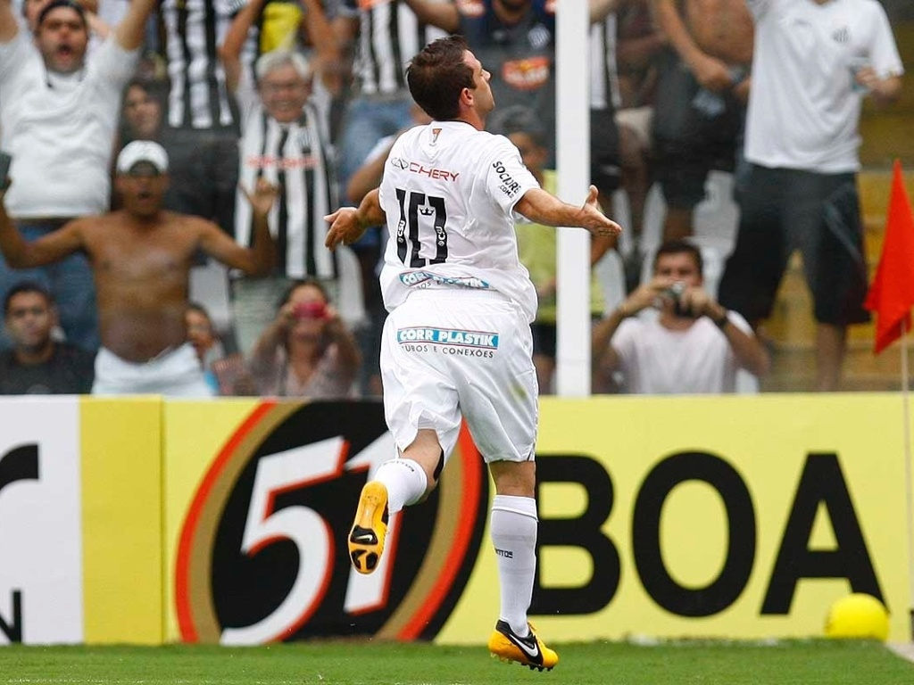 16.mar.2013 - Montillo comemora depois de abrir o marcador na partida entre Santos e Guarani, pelo Campeonato Paulista