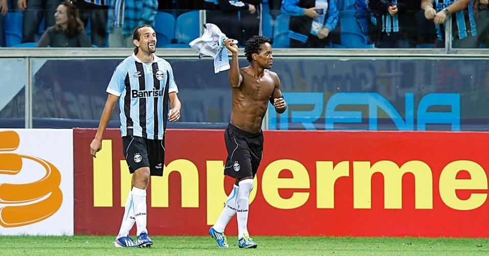 Comemoração sem camisa dá 'problema em casa' para Zé Roberto, do Grêmio (16/03/2013)
