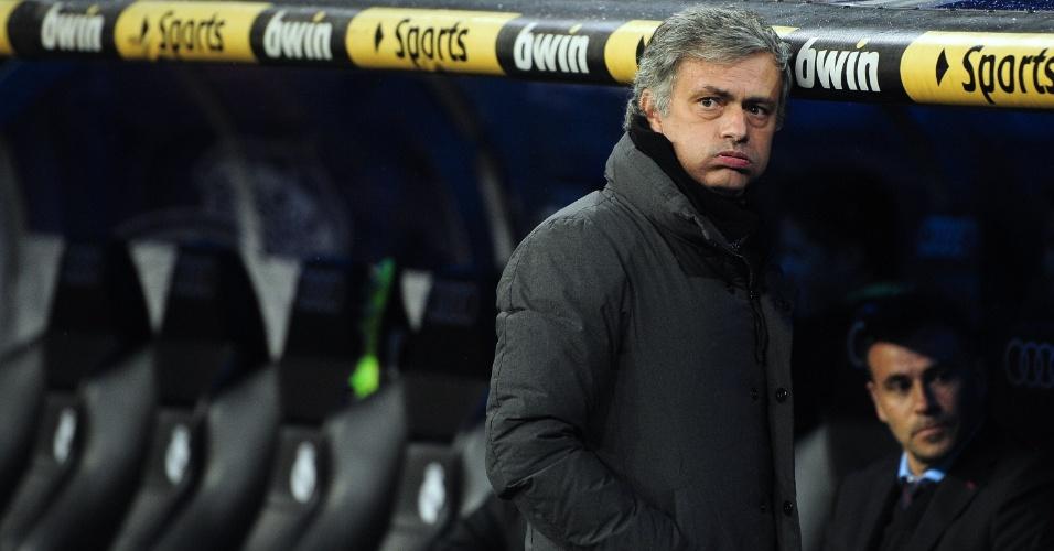 O técnico José Mourinho faz cara de poucos amigos durante o jogo entre Real Madrid e Mallorca, pelo Campeonato Espanhol