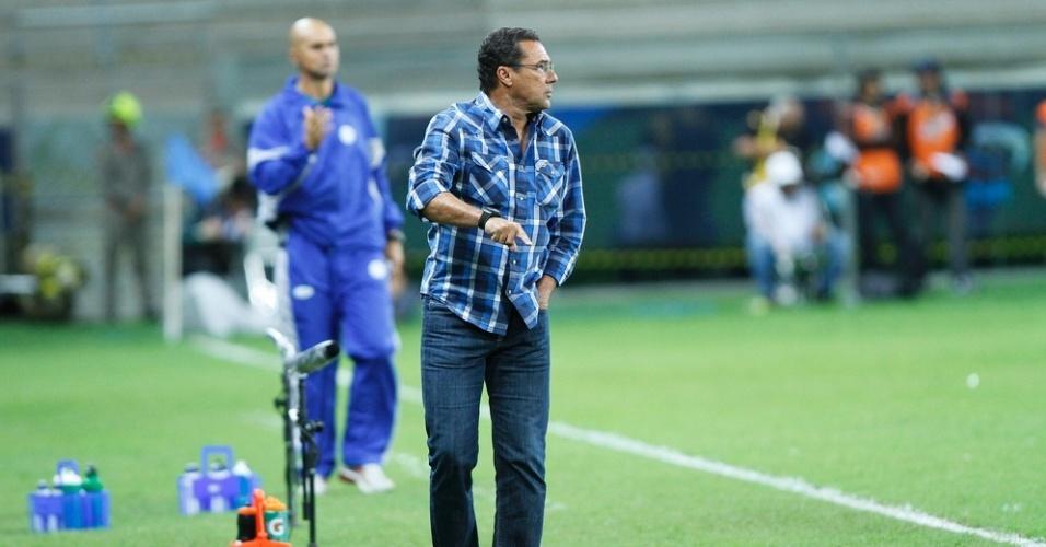 Vanderlei Luxemburgo, técnico do Grêmio, em vitória contra o Lajeadense (16/03/2013)