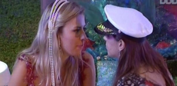17.mar.2013 - Andressa conta para Fernanda sobre discussão com Nasser e a mineira aconselha: