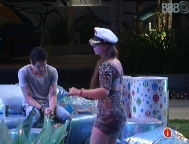 17.mar.2013 - Andressa dança enquanto Nasser chora no fim da festa