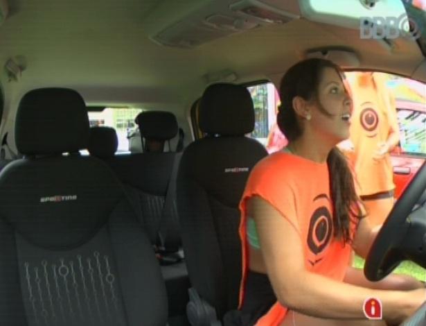 17.mar.2013 - Andressa vence prova da comida e ganha carro 0km