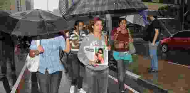Antônia Ferreira de Souza, mãe de David de Souza, ciclista que perdeu o braço ao ser atropelado, participa de protesto na avenida Paulista, em São Paulo (SP), na tarde deste domingo (17) - J. Duran Machfee/Futura Press