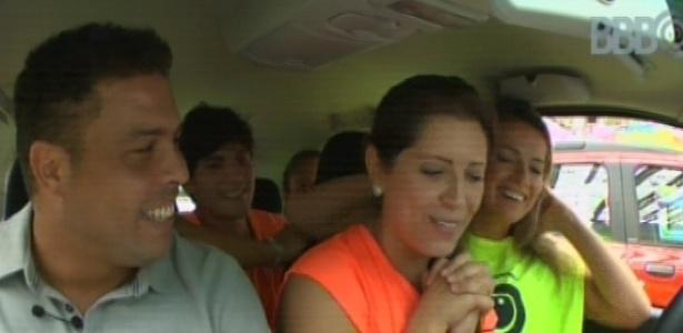 17.mar.2013 - Com participação de Ronaldo, Andressa vence prova da comida e ganha carro 0km
