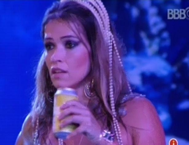 17.mar.2013 - Fani conversa com Natália durante a festa