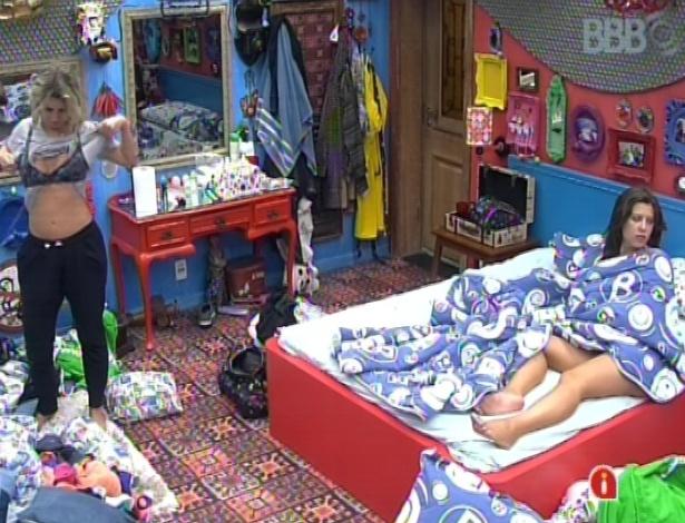 17.mar.2013 - Fernanda e Andressa despertam na manhã desse domingo