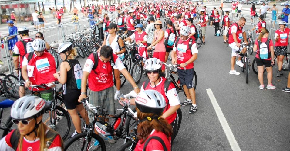 17.mar.2013 - Milhares de ciclistas participam da segunda edição do  World Bike Tour, neste domingo (17), na praia de Copacabana, zona sul do Rio de Janeiro. O evento busca incentivar o uso da bicicleta como meio de transporte e lazer nas cidades