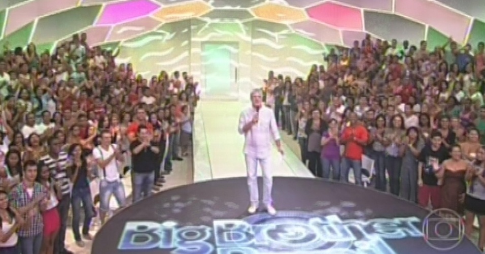 """17.mar.2013 - Pedro Bial apresenta a décima primeira eliminação do """"BBB13"""""""