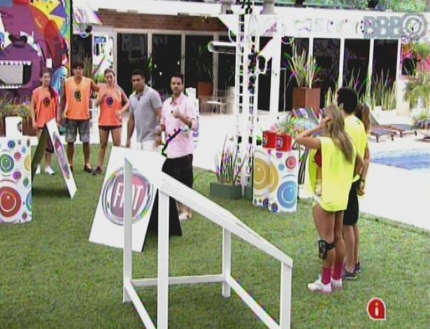 """17.mar.2013 - Ronaldo participa da prova da comida do """"BBB13"""""""