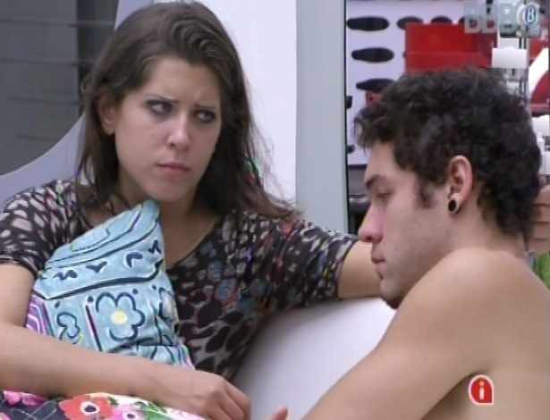 Andressa e Nasser fazem as pazes após DR em festa