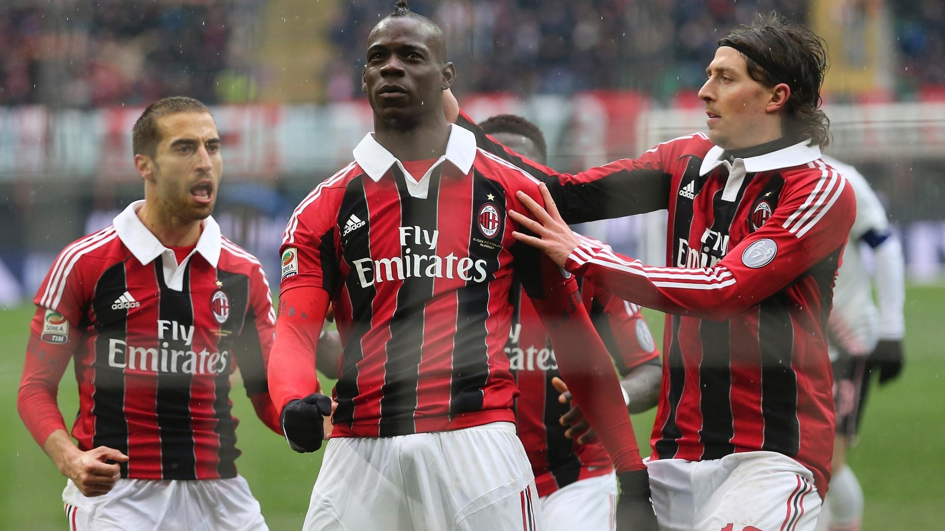 No segundo tempo, Balotelli aproveitou rebote do goleiro do Palermo e ampliou a vitória do Milan para 2 a 0