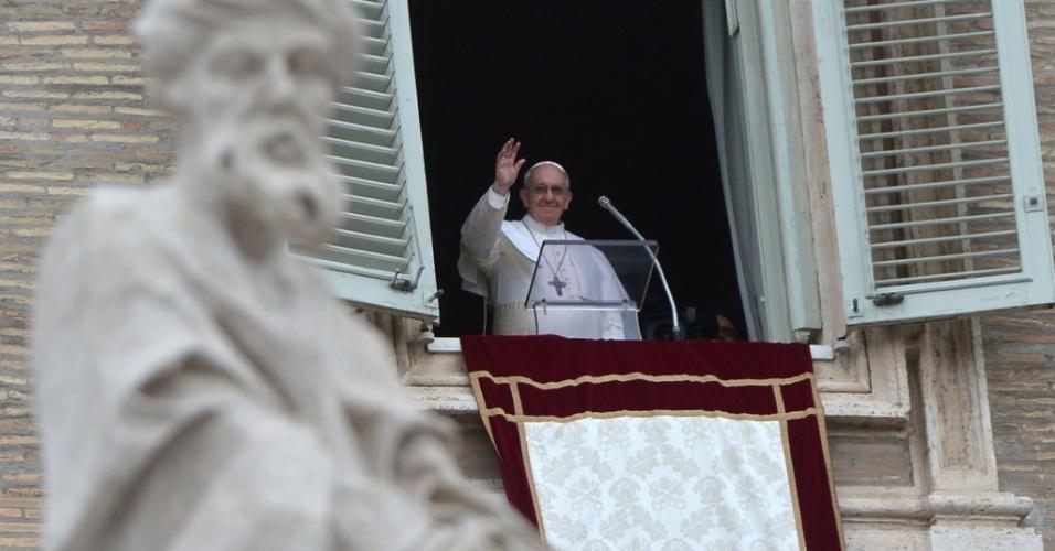 O papa Francisco celebra o primeiro Angelus do seu pontificado, na pração São Pedro