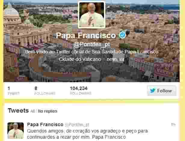 """Papa Francisco publica seu primeiro post no Twitter, em português: """"Queridos amigos, de coração vos agradeço e peço para continuardes a rezar por mim. Papa Francisco"""" - Reprodução"""