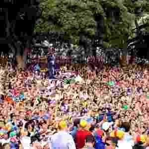 """16.mar.2013 - Henrique Capriles, opositor de Nicolás Maduro nas eleições presidenciais, cumprimenta eleitores durante um evento de campanha em La Grita, no Estado de Táchira, na Venezuela. Capriles deu início ao que chamou de """"cruzada"""" pelo país, a quatro semanas das eleições - Prensa Capriles/Daniel Lara/EFE"""