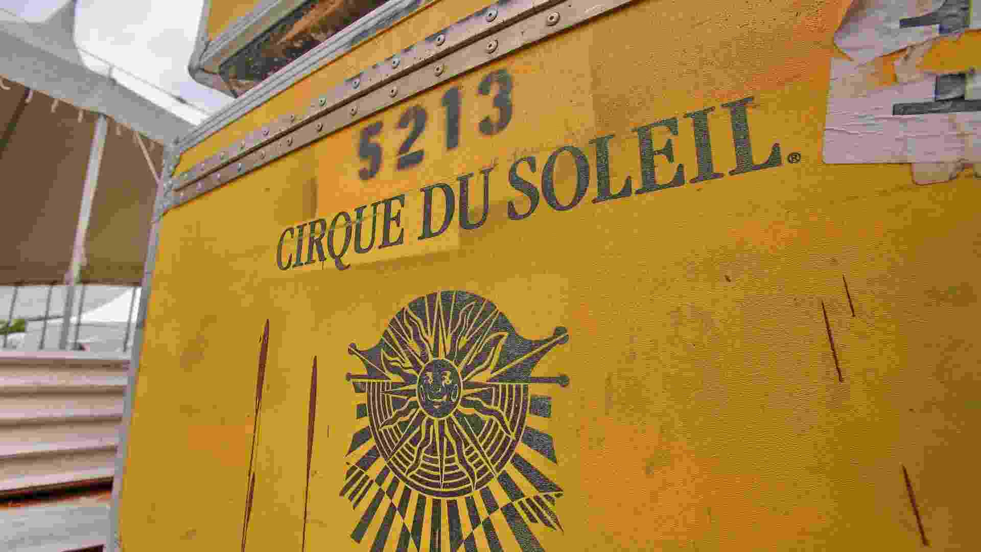 """18.mar.2013 - A montagem da estrutura que vai abrigar o espetáculo """"Corteo"""" do Cirque du Soleil foi iniciada no Parque Villa Lobos, em São Paulo, com a presença de 60 funcionários e mais de 100 hastes de aço sendo montadas - Divulgação"""
