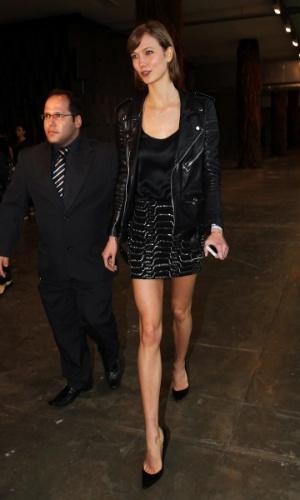 18.mar.2013 - A top Karlie Kloss prestigiou o primeiro dia da São Paulo Fashion Week Verão 2014 que acontece na Bienal, em São Paulo