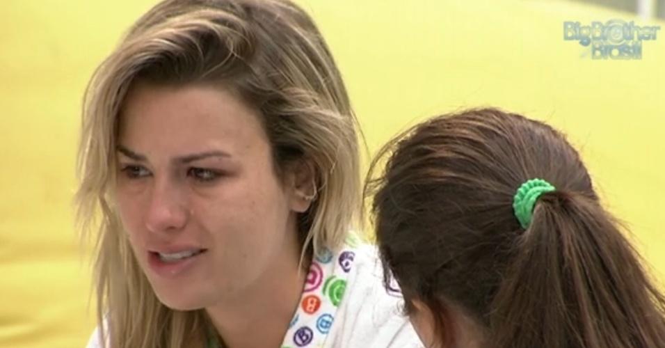 18.mar.2013 - Fernanda chora e revela a Andressa que gostaria de sentir raiva dela, mas não consegue